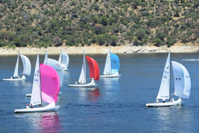 The fleet downwind at the San Juan embalse (Madrid)